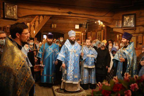 В канун праздника Благовещения Пресвятой Богородицы архиепископ Егорьевский Матфей совершил всенощное бдение в храме Благовещения Пресвятой Богородицы в Раеве