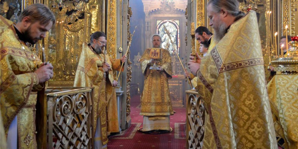 Божественная литургия в храме Тихвинской иконы Божией Матери в Алексеевском