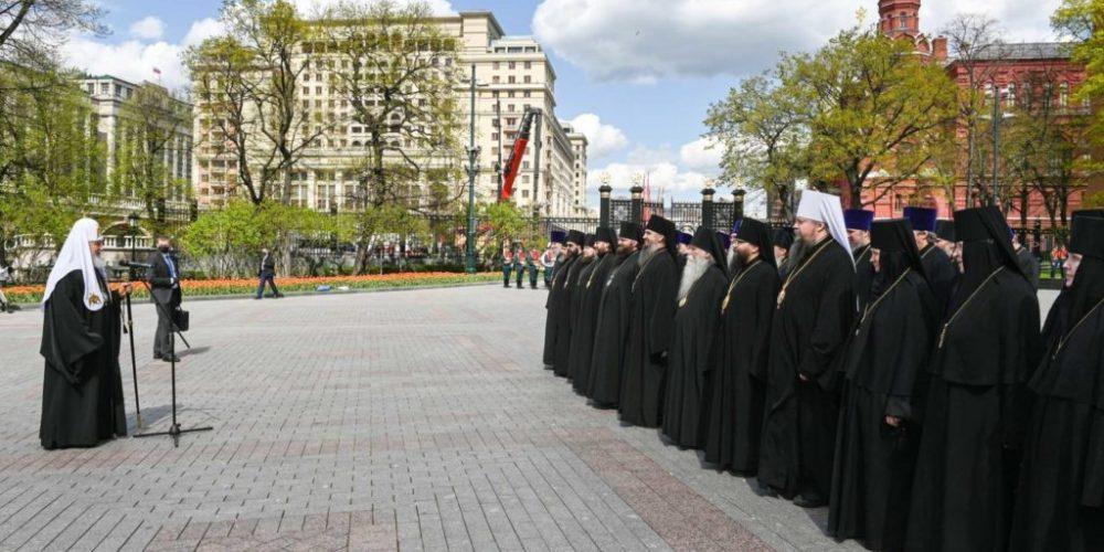 Архиепископ Матфей принял участие в возложении венка к могиле Неизвестного солдата у Кремлевской стены