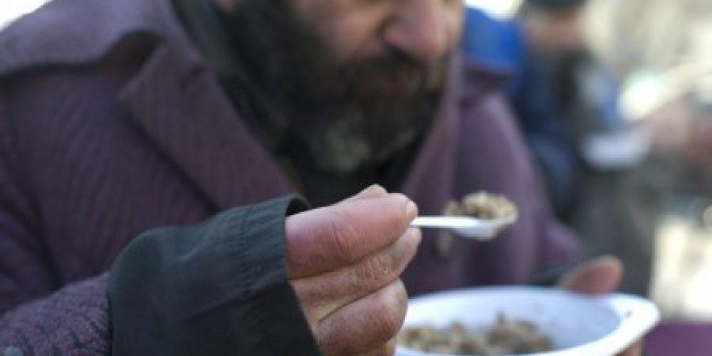 Храм иконы Божией Матери «Неопалимая Купина» в Отрадном организует кормление бездомных каждый четверг