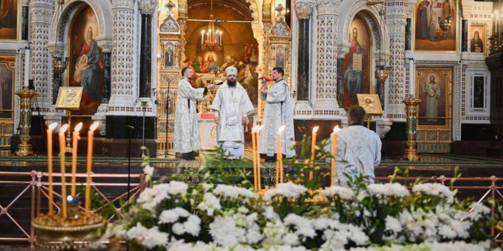 В Великую Субботу архиепископ Егорьевский Матфей сослужил Святейшему Патриарху Кириллу за Божественной литургией в Храме Христа Спасителя