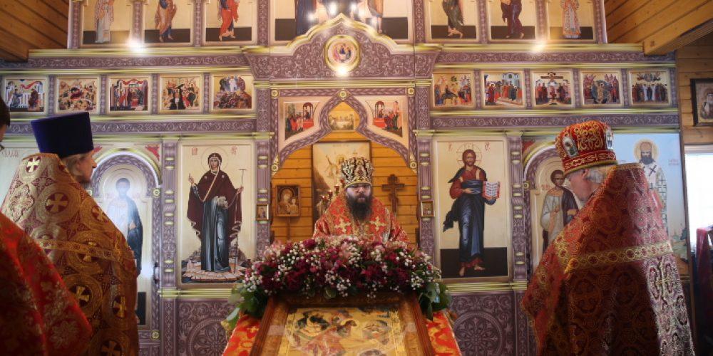 Архиепископ Егорьевский Матфей возглавил богослужение в храме Усекновения главы святого Пророка Предтечи и Крестителя Господня Иоанна в пос. Северный