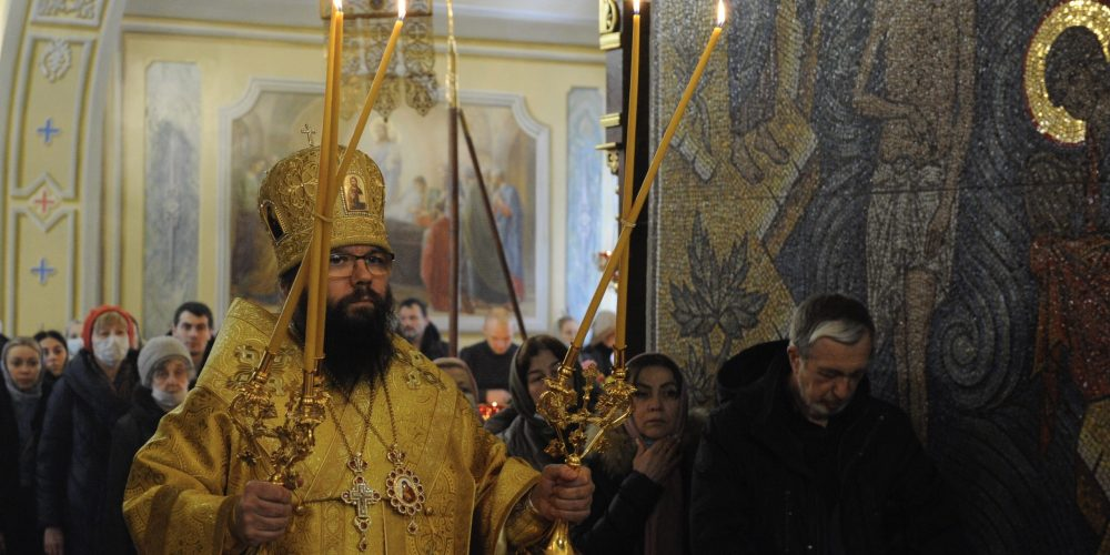 Архиепископ Егорьевский Матфей возглавил богослужение в храме Воздвижения Креста Господня в Алтуфьеве