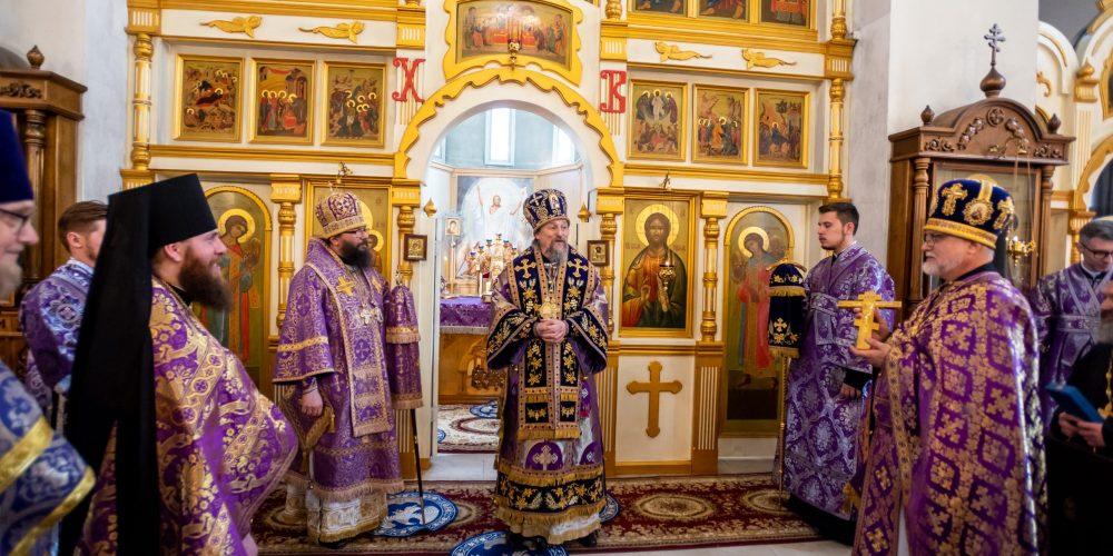 Архиепископ Егорьевский Матфей сослужил митрополиту Белгородскому и Старооскольскому Иоанну в храме святителя Николая Мирликийского в Отрадном