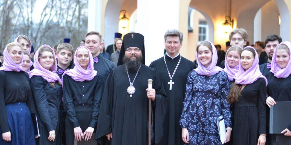 Православная молодежь викариатств приняла участие в вечерни с пассией в храме Сретения Господня в Жулебино
