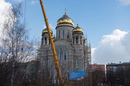 Храм равноапостольных Мефодия и Кирилла в Ростокине г. Москвы увенчался святыми крестами