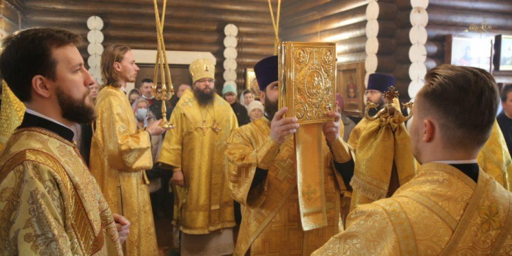 Архиепископ Егорьевский Матфей возглавил престольный праздник в храме святителя Макария (Невского) в Бутырском
