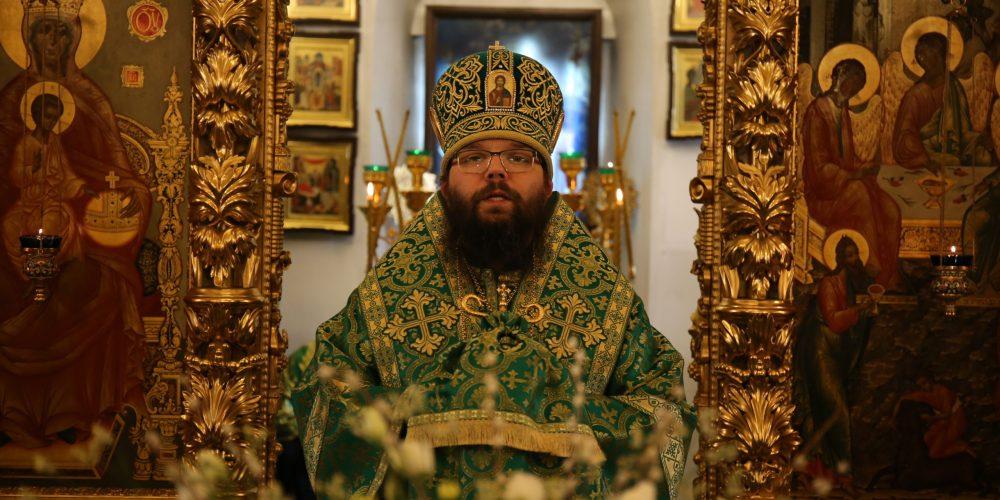 Архиепископ Егорьевский Матфей совершил Божественную литургию в храме Троицы Живоначальной в Усадьбе Свиблово