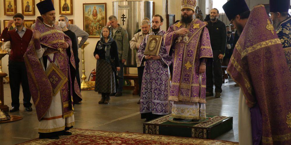 Архиепископ Егорьевский Матфей совершил Божественную литургию в храме Троицы Живоначальной при бывшем приюте Бахрушиных