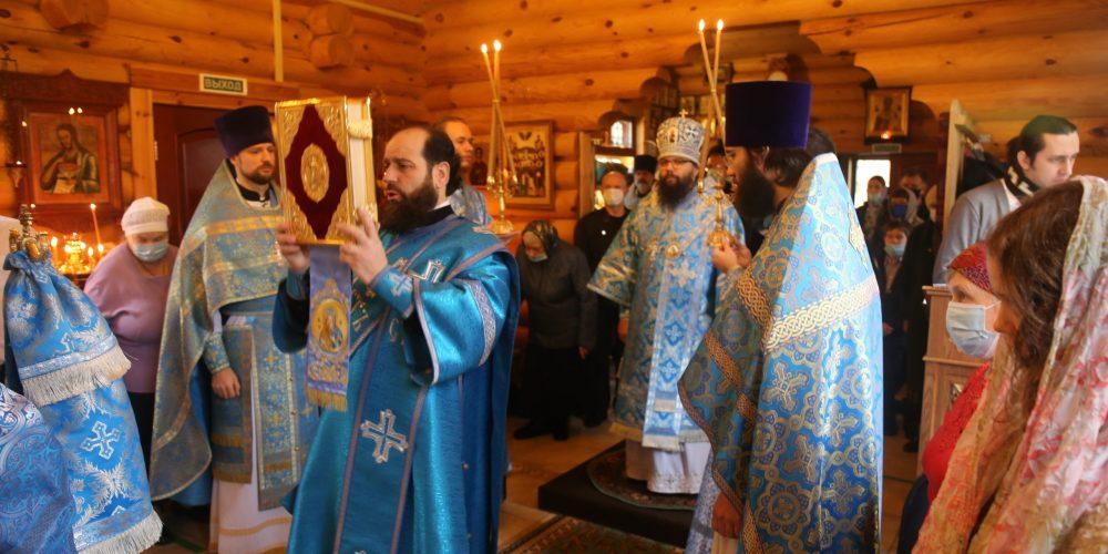 Архиепископ Егорьевский Матфей совершил Литургию в храме-часовне в честь Иверской иконы Божией Матери