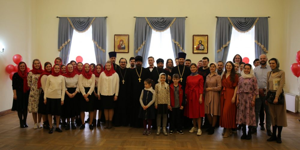 Молодежь Северо-Восточного и Юго-Восточного викариатств поздравила архиепископа Матфея с праздником Светлого Христова Воскресения
