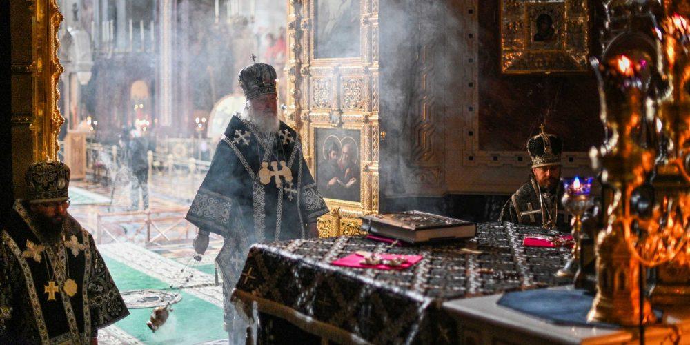 В среду первой седмицы Великого поста архиепископ Егорьевский Матфей сослужил Святейшему Патриарху Кириллу за Литургией Преждеосвященных Даров в Храме Христа Спасителя