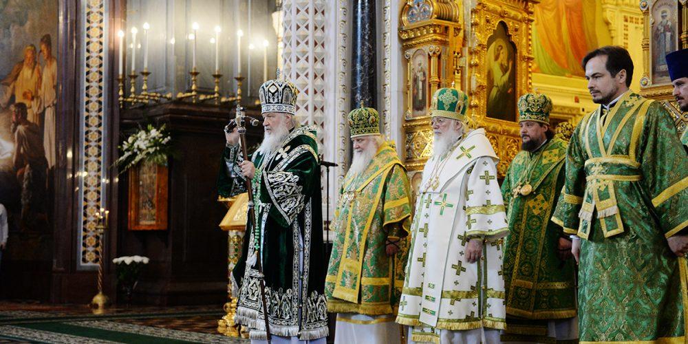 Святейший Патриарх Кирилл удостоил ряд клириков церковных наград