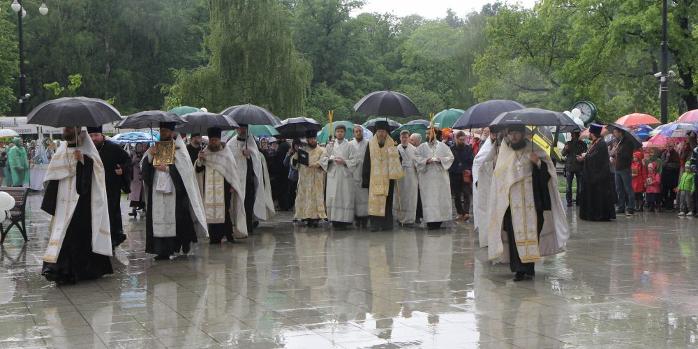 Благотворительная ярмарка «Белый цветок» в день 150-летия со дня рождения святого царя Николая II