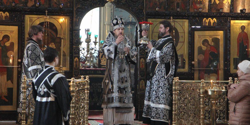 Епископ Иоанн совершил Литургию Преждеосвященных Даров в храме свв. мчч. Адриана и Наталии в Бабушкине