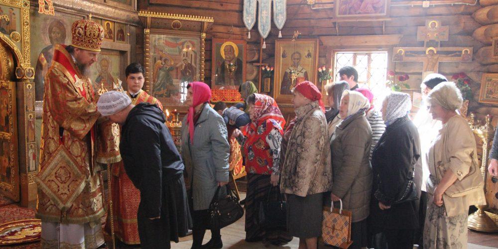 Литургия в храме Благовещения Пресвятой Богородицы в Раеве