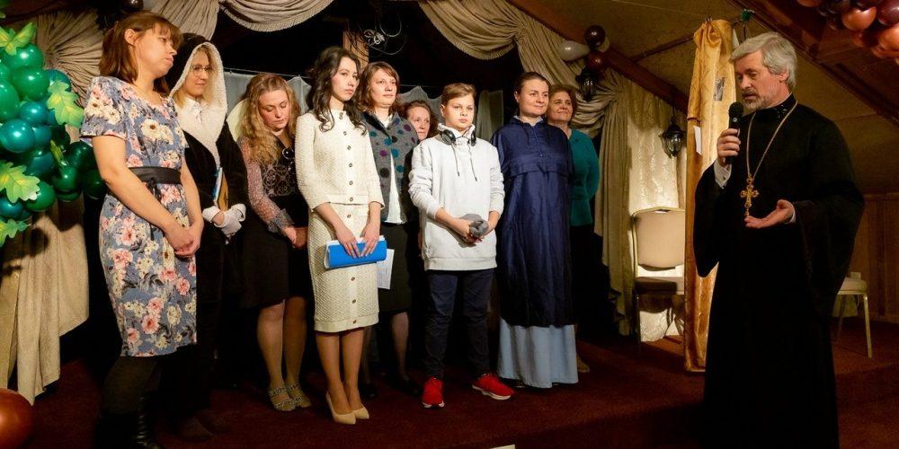 Выпускной в воскресной школе для взрослых в храме Покрова Пресвятой Богородицы в Медведкове
