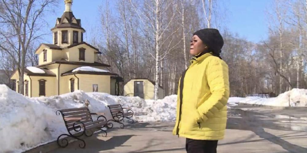 «Помочь стать частью общества»: как православный священник помогает беженцам освоиться в России
