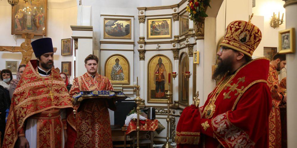 Архиепископ Егорьевский Матфей возглавил престольный праздник в храме иконы Божией Матери «Живоносный Источник» в Бибиреве