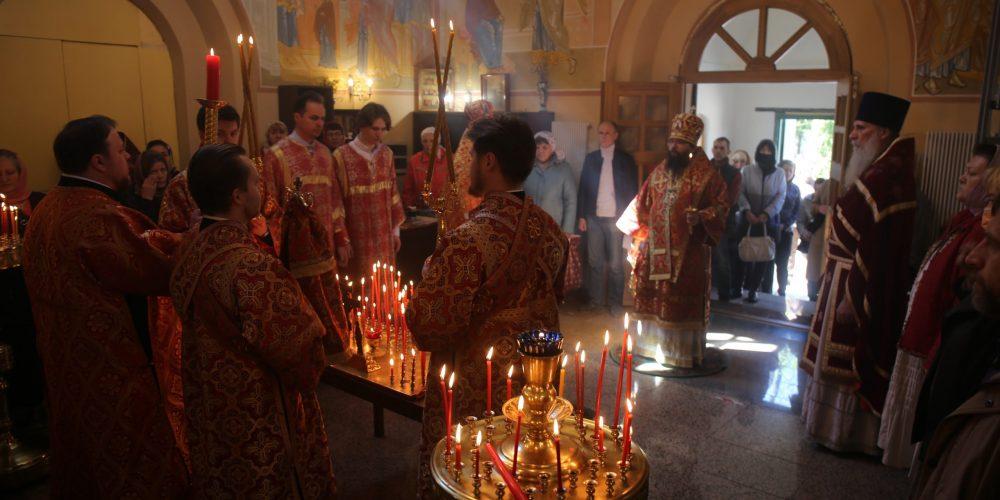 В день Радоницы архиепископ Егорьевский Матфей совершил Литургию и пасхальное поминовение усопших в храме-часовне святого Архангела Гавриила на Старо-Марковском кладбище