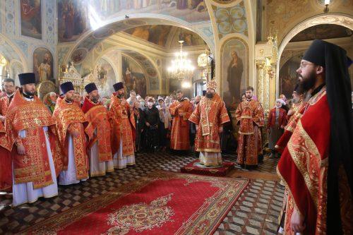 Архиепископ Егорьевский Матфей возглавил престольный праздник в храме иконы Божией Матери «Нечаянная Радость» в Марьиной роще