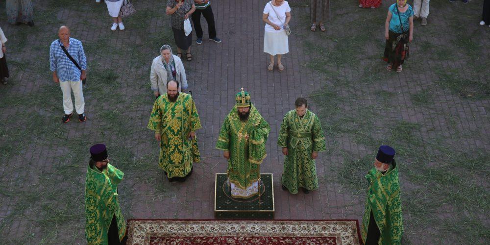 Архиепископ Егорьевский Матфей возглавил Всенощное Бдение в храме Живоначальной Троицы в усадьбе Свиблово