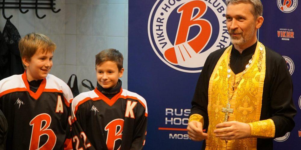 Благодарственный молебен для хоккеистов приходской команды храма прп. Серафима Саровского в Раеве