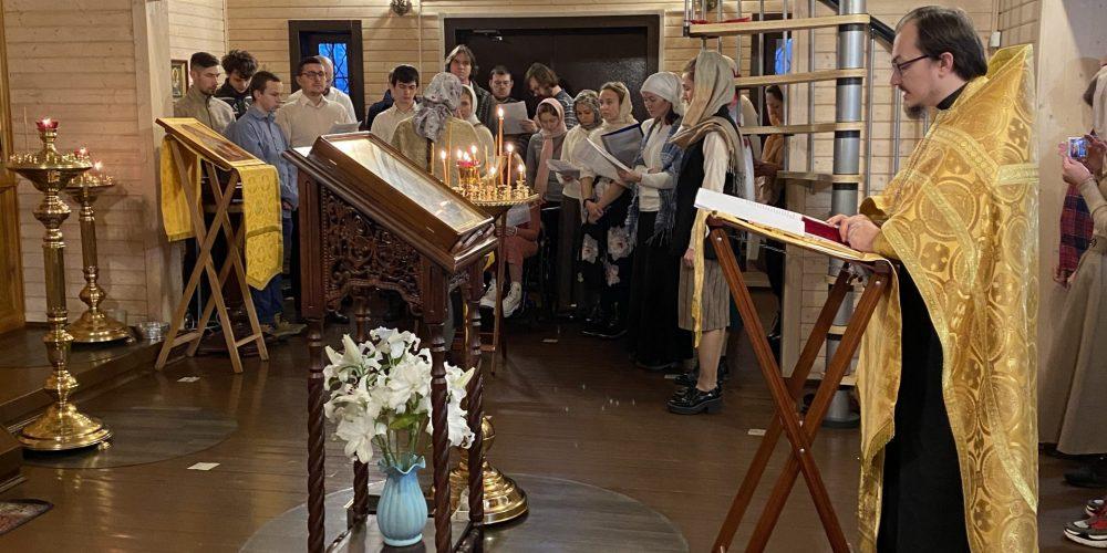 Молебен о создании и укреплении семьи в храме в честь иконы Божией Матери «Отрада и Утешение»