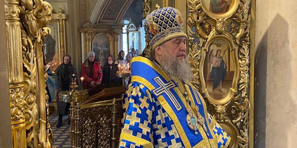 В праздник Благовещения Пресвятой Богородицы митрополит Астанайский Александр совершил Литургию в храме на Миусском кладбище