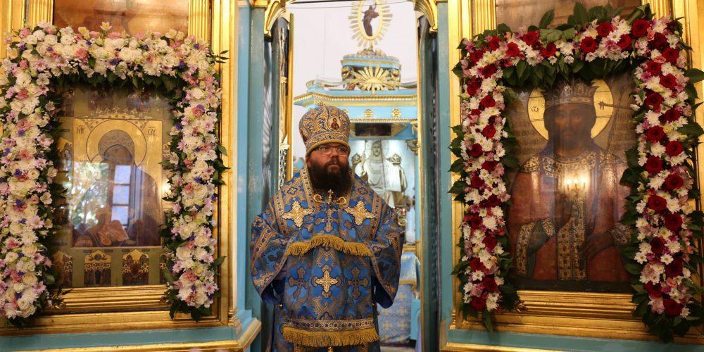Архиепископ Егорьевский Матфей возглавил Божественную Литургию в храме Владимирской иконы Божией Матери в Виноградове