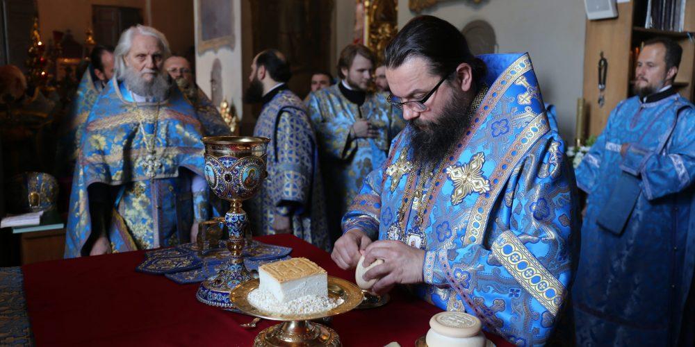 Архиепископ Егорьевский Матфей совершил Литургию в храме Тихвинской иконы Божией Матери в Алексеевском