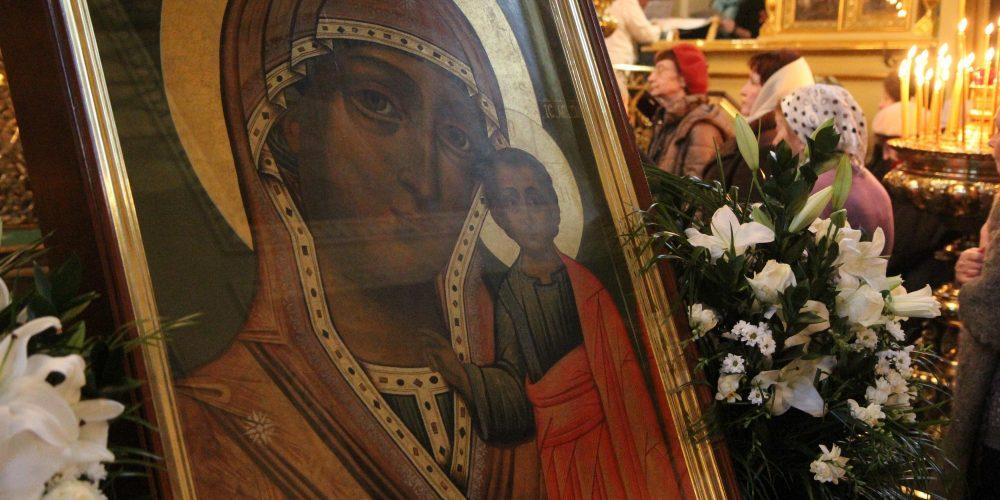 Божественная литургия в день празднования Казанской иконы Божией Матери