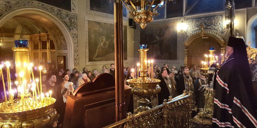 Епископ Тихон совершил вечерню с чином прощения в храме святителя Николая Чудотворца в Хамовниках
