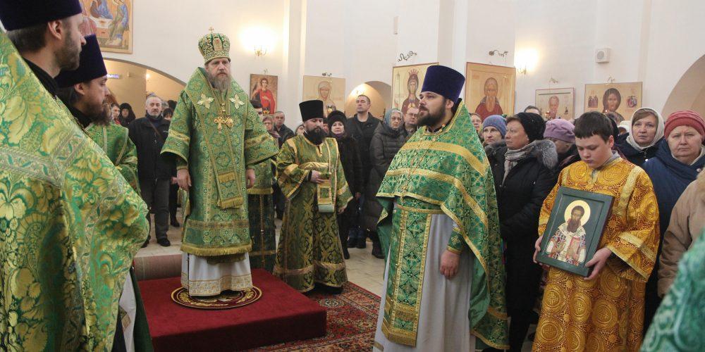 Божественная литургия в храме Торжества Православия Патриаршего Подворья в Алтуфьеве