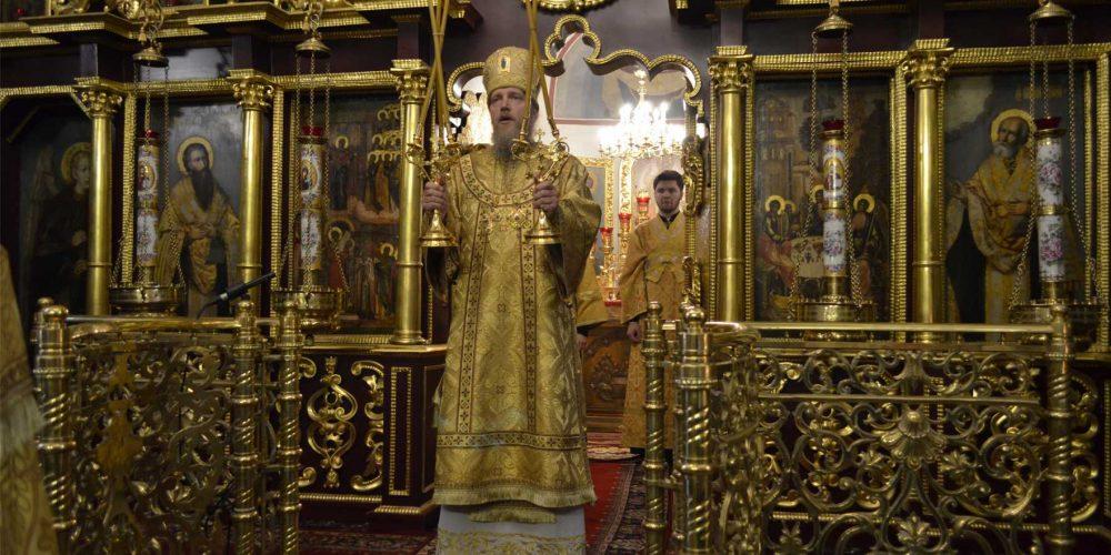 Божественная литургия в храме Покрова Пресвятой Богородицы в Медведкове
