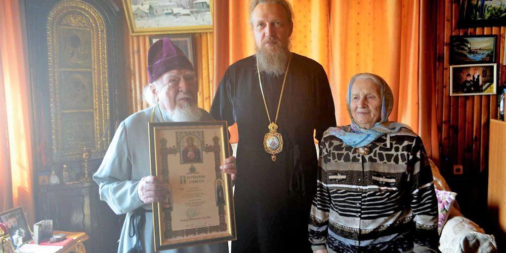 Епископ Иоанн поздравил протоиерея Николая Дятлова с 65-летием служения в священном сане