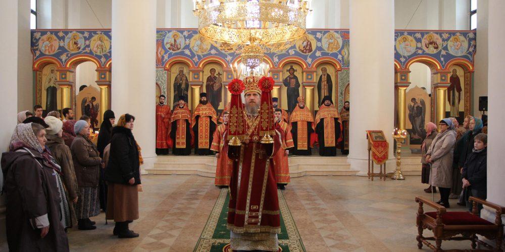 Архиерейское богослужение в храме преподобного Серафима Саровского в Раеве